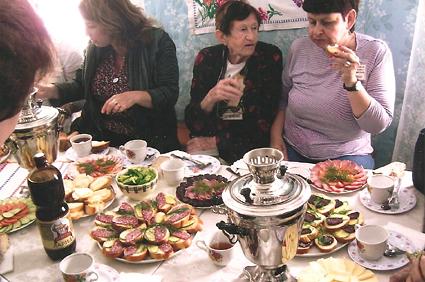 ארוחה שהכינה לנו מנהלת המוזיאון אולגה (בתשלום כמובן). 2011