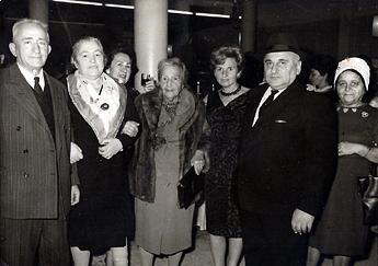 אחותו של הנשיא הראשון ויצמן - במרכז, הוריי בצד שמאל
